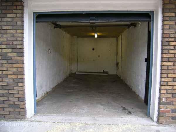Garage simple a louer 10 39 x 20 39 rosemont immobilier for Louer garage mecanique
